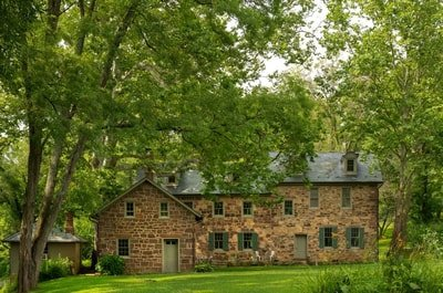 Bed and Breakfast Inn in Lancaster, PA in the Woods